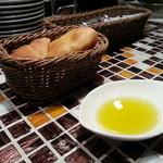 27796234 -  カポナータについてくるパン