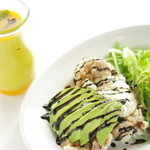 マドッシュ!カフェ - チキン南蛮と食べるアボカドタルタルソース