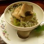 懐石料理 桝田 -  蒸しアワビ、じゅんさい