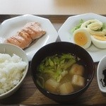 まちよかcafe -  朝のメニューから「和定食」  本当は、サラダの代わりに煮物です。アフター珈琲付きで450円です。