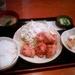 ひろ坊 -  ランチの鶏唐揚げ定食(750円)です