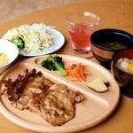 NORA - 料理写真:Noraランチセット(卵かけご飯、サラダバー付)
