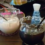 金魚CAFE - アイスコーヒーとアイスティー