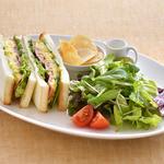 カフェ・ラ・ミル - 料理写真:ハムと野菜、タマゴをサンドしました