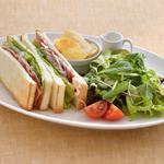 カフェ・ラ・ミル - ベーコン・レタス・トマトをサンドした定番のサンドイッチ