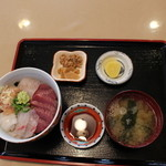 27821877 - 地魚の五色丼 1640円