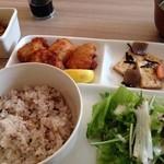 Karin堂 - 鶏の唐揚げ(薬膳定食 ¥900)