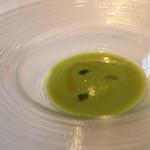 リストランティーノ ルベロ - 空豆とグリーピース冷製スープ