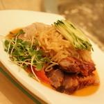 「王朝の味覚」(ディナー11,818円・サービス料別途)の三種冷菜の盛り合せ。2014年5月
