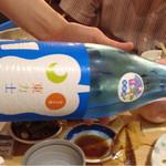 27826581 - これが一升瓶です・・ブルーで涼しげです 純米吟醸