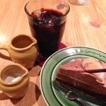 27826927 - タルト・オ・ショコラ・エ・シトロン540円&アイスコーヒー486円