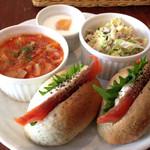 noRo - スモークサーモンベーグルとスープのランチセット 900円