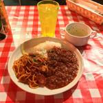 club MERCURY - 本日のサービス丼 600円 ナポリタン&ミートライスのハーフセット、スープ付き