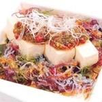 江戸前がってん寿司 - ピリ辛豆腐と海藻のサラダ