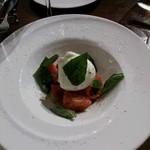 ロッソ エ ビアンコ - トマトとモッツラレラのカプレーゼ