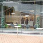 カフェタイム - デッキテラスのテーブル(共有スペース)