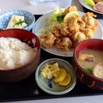 ドライブイン わに - 料理写真:唐揚げ定食 ¥850