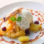 ■リンゴのキャラメルパイ マスカルポーネのジェラート添え