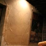 Bistro ひつじや - 味のある壁