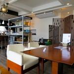 メリーカフェ - 明るくオシャレな空間