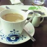 エッセンス - ケーキセット ¥1000のコーヒー(ミルク加えた後)