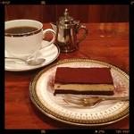 カーベ ハーネ - ティラミスとブレンドコーヒー、カップはウェッジウッドでしたฅ( ̳• ·̫ • ̳ฅ)にゃ♡