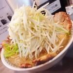 らーめん大 - 晩御飯は、ラーメン大中盛りのチャーシュー、味玉、トッピングの野菜、油少し増し!(^ー^)ノ 好みの味でした(^○^)