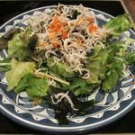 さかさ - 釜揚げしらすと葉物系のノンオイルドレッシングサラダ