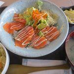 ニコデンサク - サーモン、アボカド丼