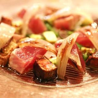 主に焼津産の魚介類を使って料理します。