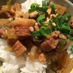 27857646 - 思った以上に美味しい〜(。 >艸<)煮豚ご飯♥︎