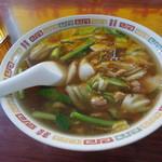 徳翔楼 - 野菜がいっぱいの広東麺(750円)