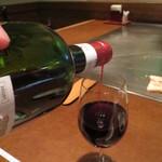 ステーキハウスいけだ - ワインはセルフで注ぎます