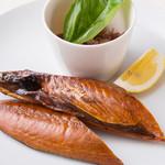 キッチン・イシガキ - 自家製サバの燻製