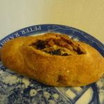 パンの家 ラ・ママン - ライ麦30% フルーツ入り