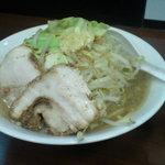 アタゴロウ - ラーメン(ヤサイマシ)(700円)