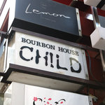 茶居留奴 - こちらの看板には「バーボンハウス」って書いてあります。