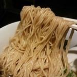 愛宕 - らー麺(京鰹と鶏味)麺リフト