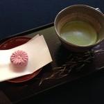 寂光院 - 料理写真:抹茶と大原御幸という名のお菓子を頂きました。