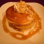 リビングカフェ - パンケーキセット ドリンク付き800円♪(パンケーキ4枚+メープルシロップ+バター)