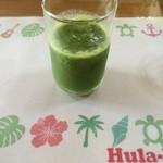 Hula- Hana - 食前のスムージー。小松菜、りんごなとが入ってるそうです。