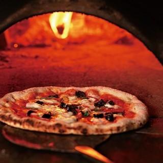 ローマのピザ職人の石窯料理と炉端料理人の炭火焼き料理が最高!
