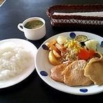 丁田屋 - 豚肉しょうが焼き☆ライス☆みそ汁☆税込945円(2014/6現在)