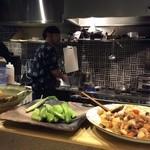 ぐりこ - 旬の野菜と色んな種類の大皿料理がならんでます♪