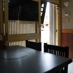 手打ちうどんの店倭 - 今度は、座った席から、入り口側を撮りました