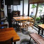 速魚川 - テーブル席