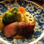 nihonryourisugawara - 黒毛和牛ローストビーフ 茹で野菜 和風カレーソース