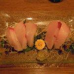酒菜ゐとう - 鹿児島産・ぶり刺 (900円)