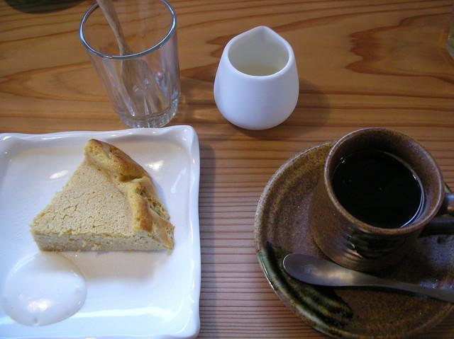 あぐり - 豆腐のチーズケーキとタンポポ(の根)珈琲