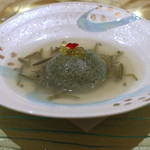 トゥ・ラ・ジョア - 蓬と帆立貝柱のムース イワナの卵のせ (2014/05)